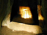 Sun in the chamber of the southern tomb at Dowth