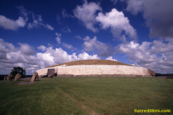 Newgrange from SacredSites.com